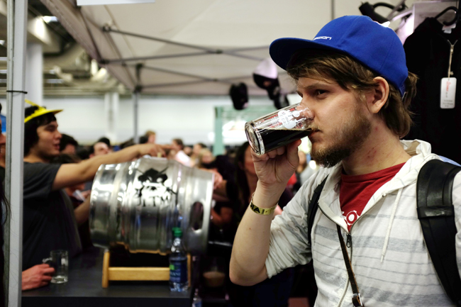 Pat sips on LTM's Le Meilleur Des 2 Mondes, a double IPA/Baltic porter blend served on cask.